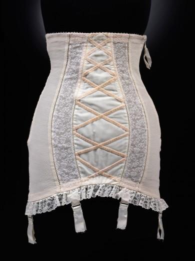 2009cd4234_corset_dior_undressed_exhibition